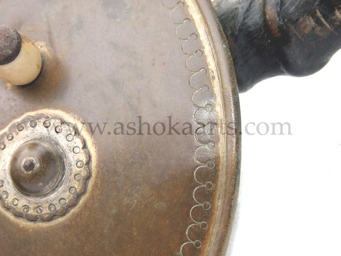 Indian 'fakirs Horns' Madu Parrying shield